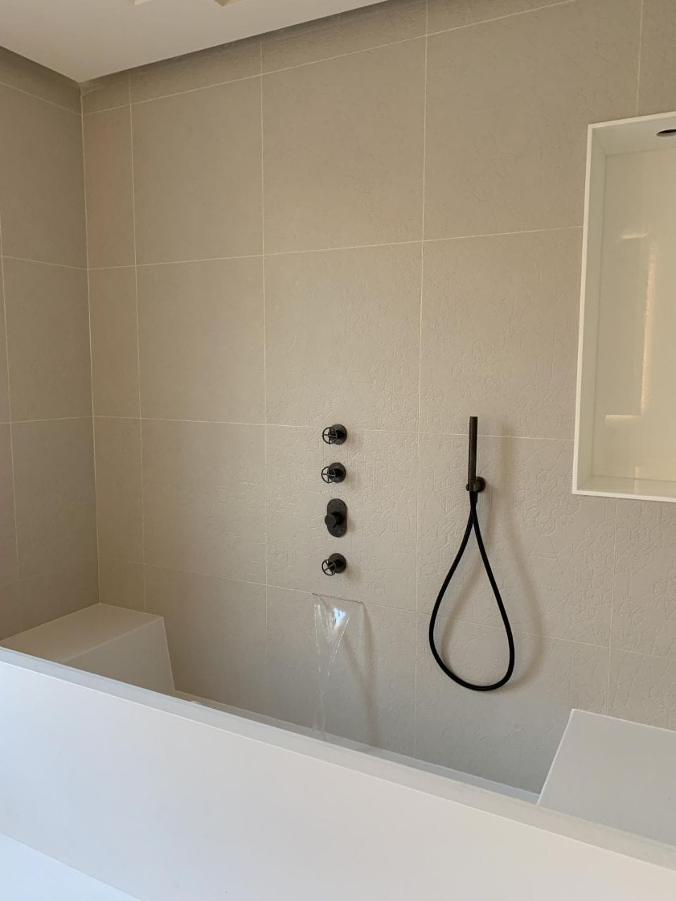 Salle de bain en Corian IPA
